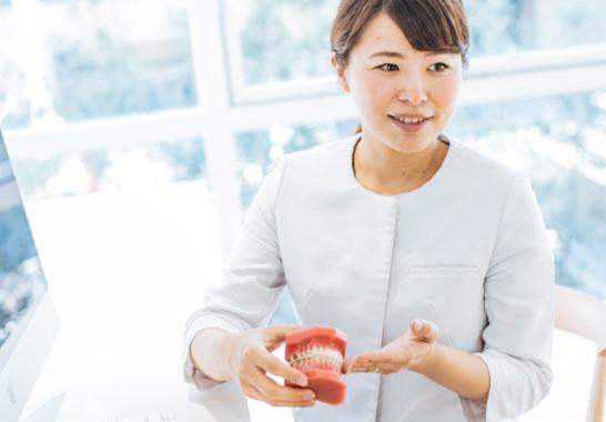 当院ではこれまでに多くのインビザライン治療例があり、実績も経験も豊富です。一般の歯科医院では治療が難しい症例でも、当院では大学病院と連携した高度な矯正治療が可能です。